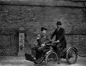 Early motorcar, c.1900-05 (b/w photo)