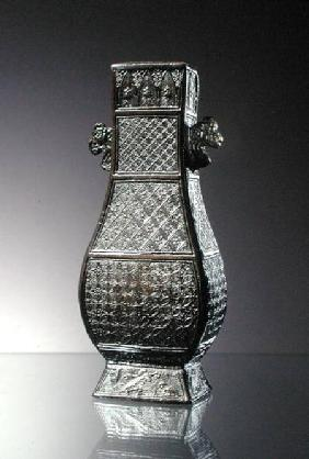 Hu Vase, decorated with diaper bands and handles in the form of clouds